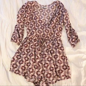 Hollister small floral romper condition: brand new